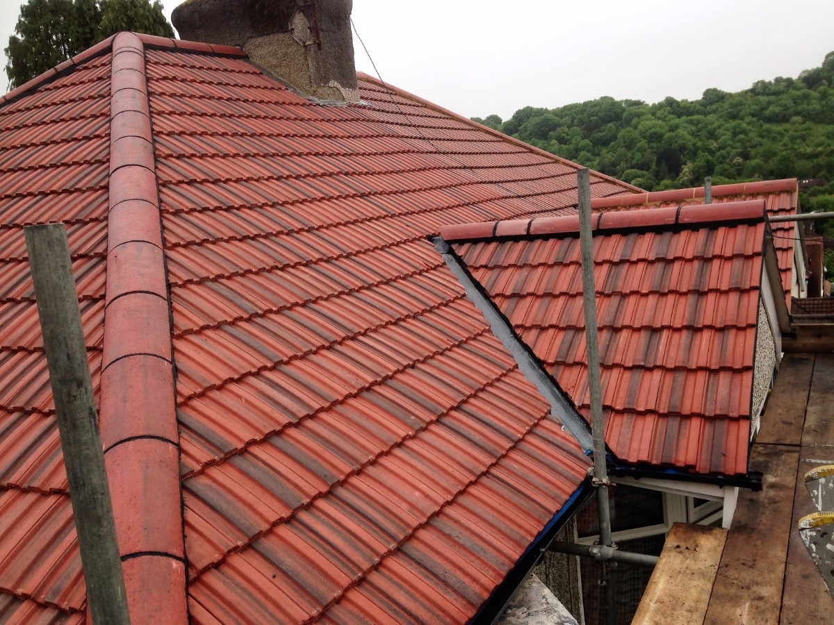 new tiled roof installation